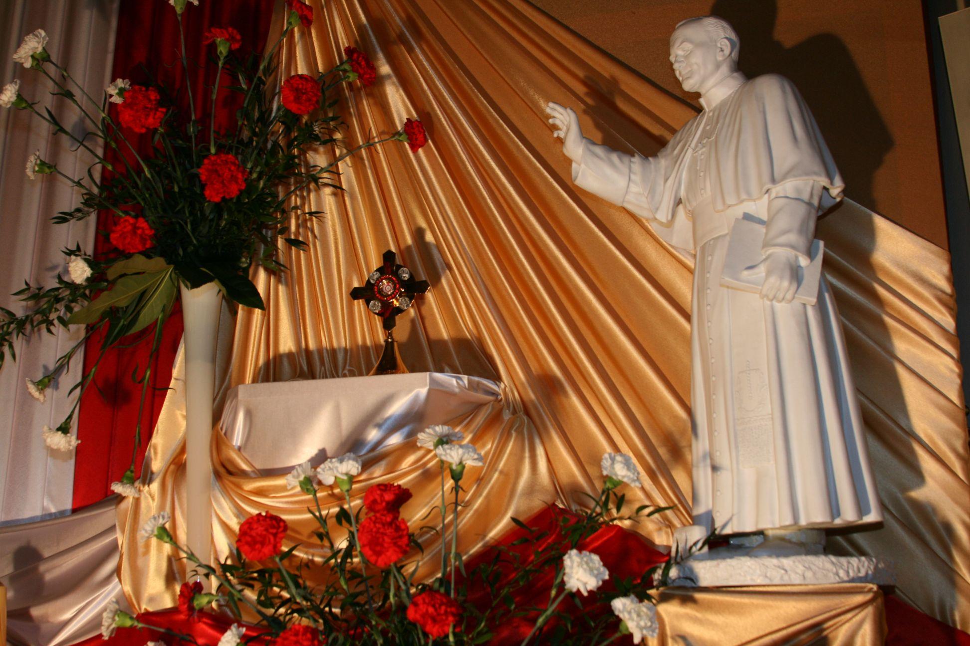 Relikwie św. Jana Pawła II w Gomulinie