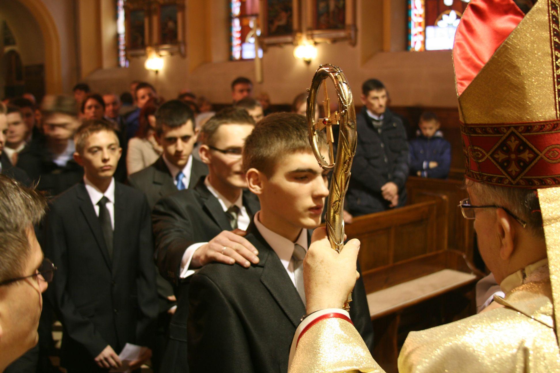 Wizytacja i bierzmowanie w parafii św. Mikołaja Biskupa w Gomulinie